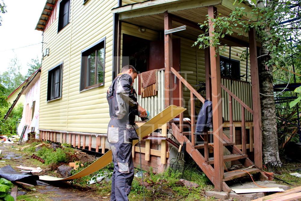 профессиональный монтаж блок хауса на фасад дома